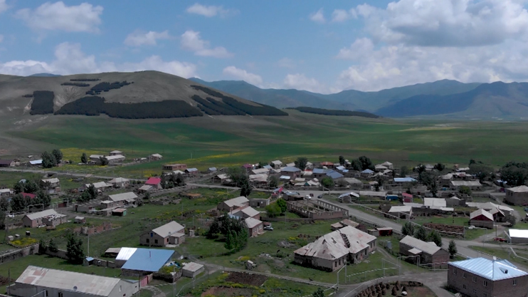 Side by Side: Armenians and Kurds: Community