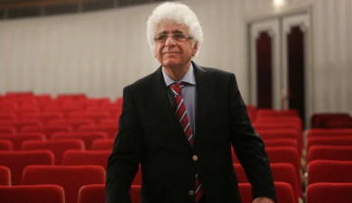 Loris Tjeknavorian: Iranian-Armenian composer and conductor