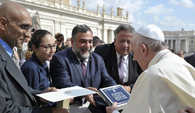 Cities of the World: Aurora Receives Pope's Blessing